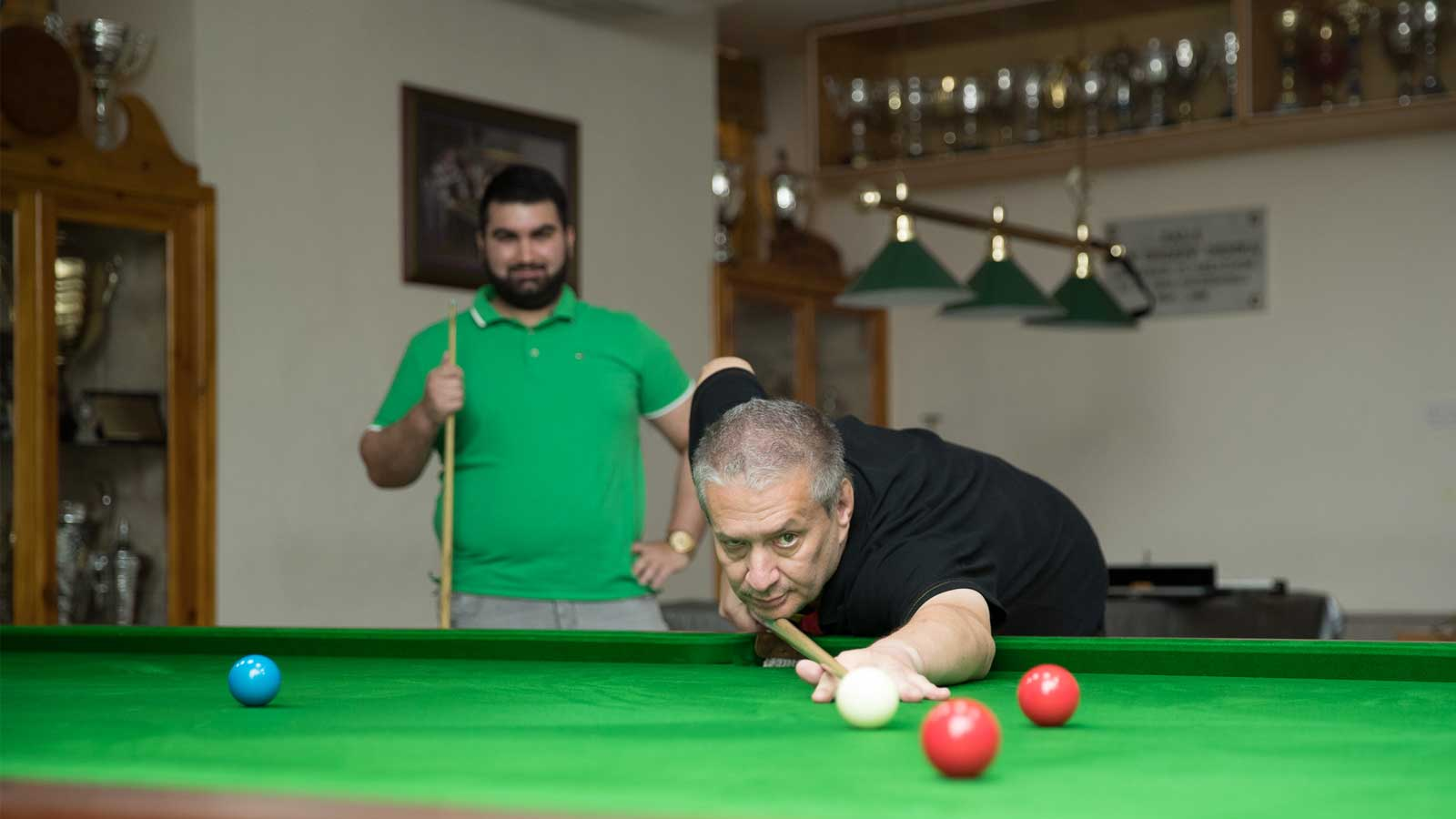 Tony Drago challenges snooker enthusiasts